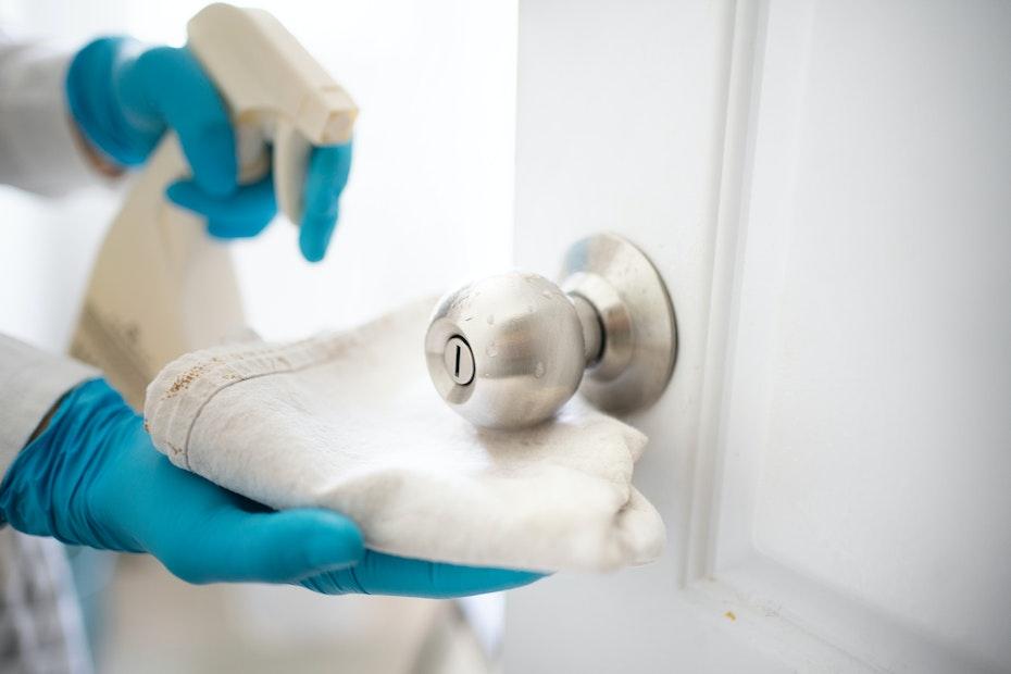 door knobs cleaning
